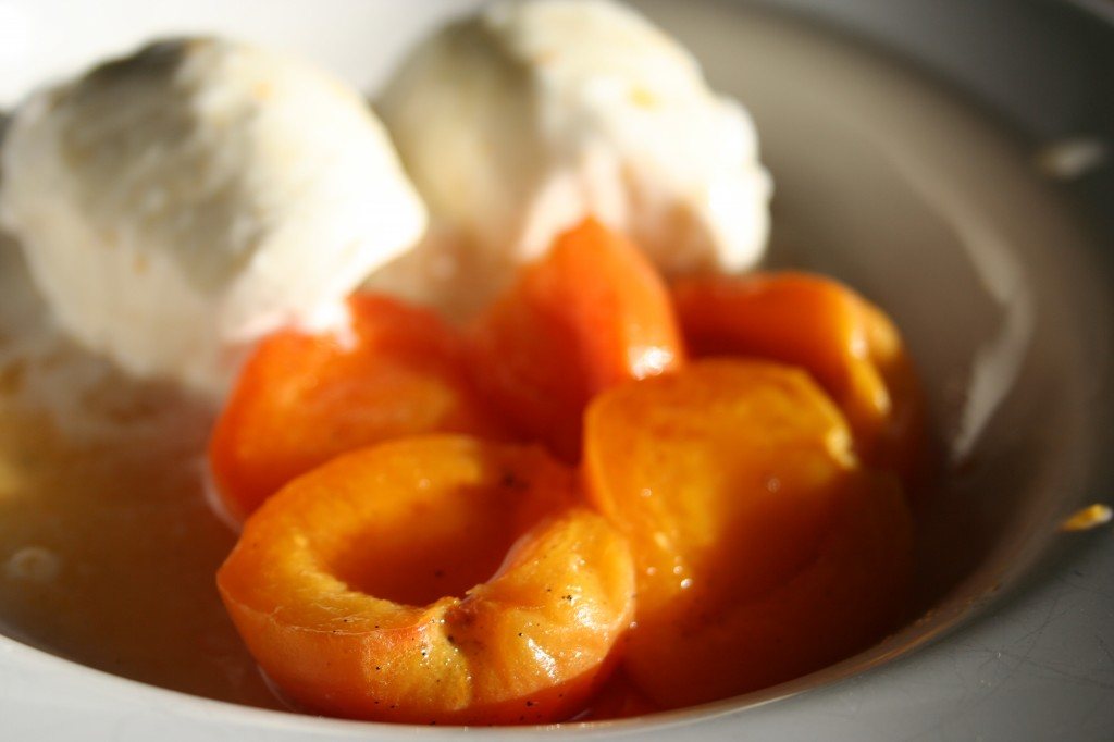 honey vanilla poached apricots
