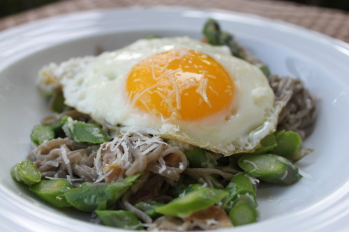 Egg-topped Soba with Asparagus and Proscuitto